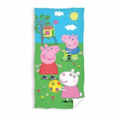 Peppa pig strand/bad handdoek 70 x 140 cm groot